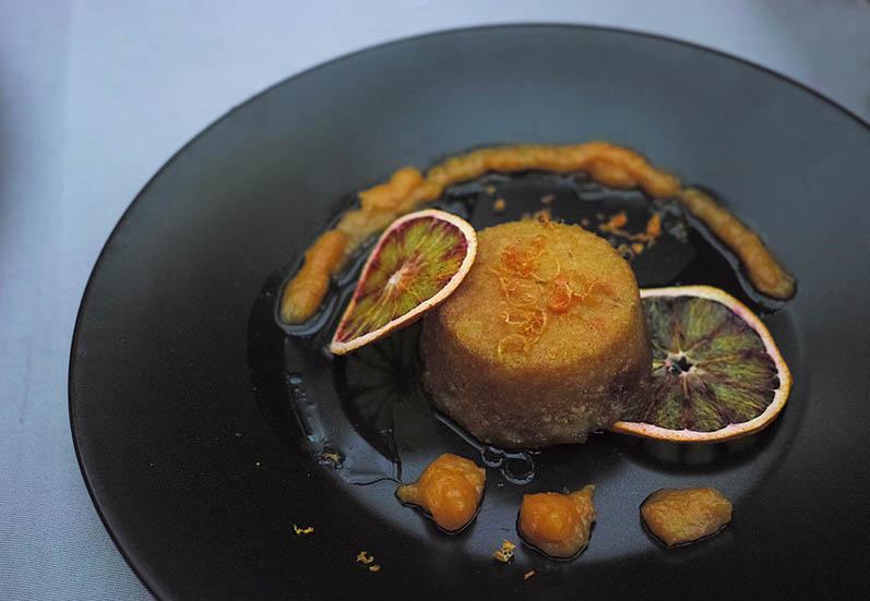 """""""Agrumande"""" de Mina Kouk : semoule, amandes, orange sanguine."""