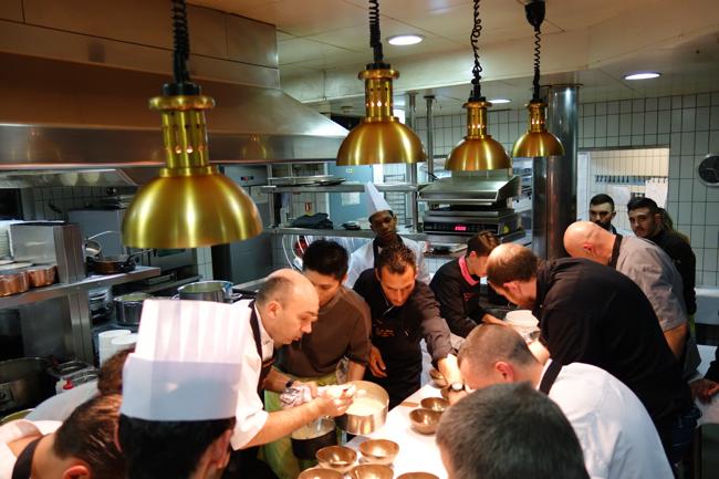 Le Jardin Des Sens Famille Des Chefs Scene I En Cuisine En