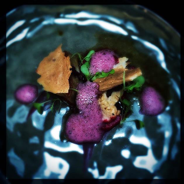 Poitrine et ris de veau, betteraves et olives de Kalamata.