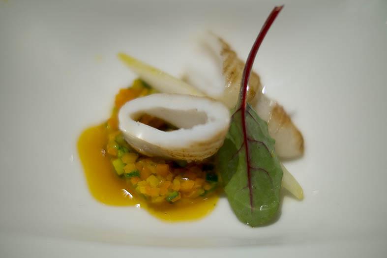 Benoît Pépin: calmar à la plancha, légumes de saison aux graines de coriandre, condiment orange-safran, endive d'hiver à l'huile d'argan.