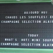 Champeaux à la Canopée des Halles – Originale suggestion de plats affichée ur un tableau déroulant d'aéroport