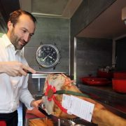 Cédric Béchade confirme qu'il ouvrira à l'automne une table gastronomique dans l'ancienne demeure de Karl Lagerfeld à Biarritz