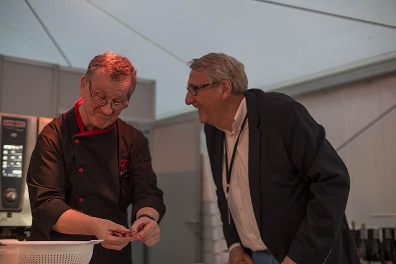 Roger Simul, chef du Charmes Chambertin, et Robert P. Olbrechts, de l'équipe d'organisation du festival.