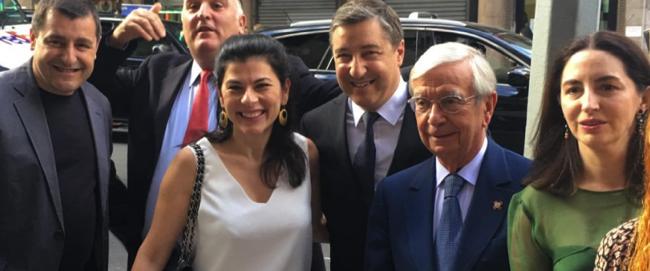 José Andrès réuni avec les chefs espagnols du Fifty Best 2016 à New York en juin 2016 ( cravate rouge )