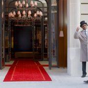 En rachetant FRHI ( Raffles, Fairmont, Swissôtel ), AccorHotels devient le troisième opérateur hôtelier mondial et se repositionne dans le secteur du Luxe