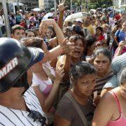 Venezuela face à la catastrophe alimentaire… les habitants adoptent la débrouille pour cuisiner
