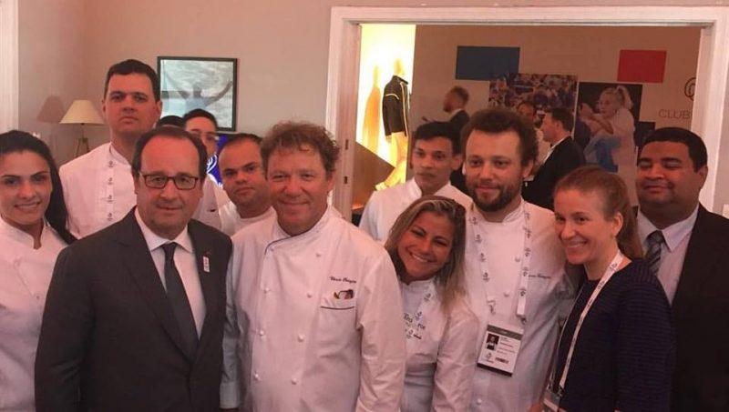 L'équipe de Claude Troisgros et le Président Hollande