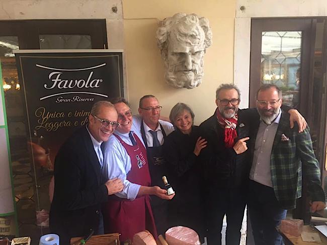 Les chefs et restaurateurs Italien, dont Massimo Bottura