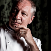 Éric Fréchon sort son livre signature » ma cuisine a évolué, … je ne me suis pas encroûté «