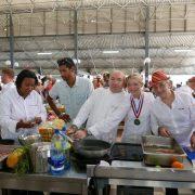 Les chefs cuisinent sur le marché de Fort-de-France pour le Martinique Chefs Festival