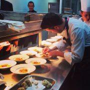 À Paris, le chef Philippe Mille cuisine pour la soirée annuelle «Les Sapins des Créateurs » au restaurant Maison Blanche à Paris