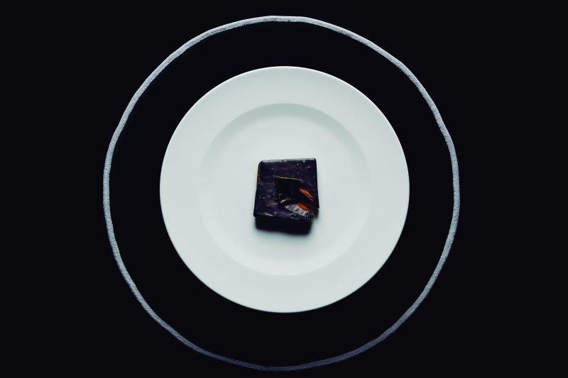 visuel_black_chocolat_instincts_akrame_benallal_c_francesc_guillamet