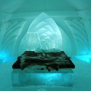 Tous les ans en Suède, on construit le plus grand hôtel de glace au monde !