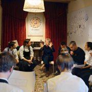 Thérapie de groupe pour les équipes des frères Roca, pour mieux gérer le stress des équipes dans la haute gastronomie
