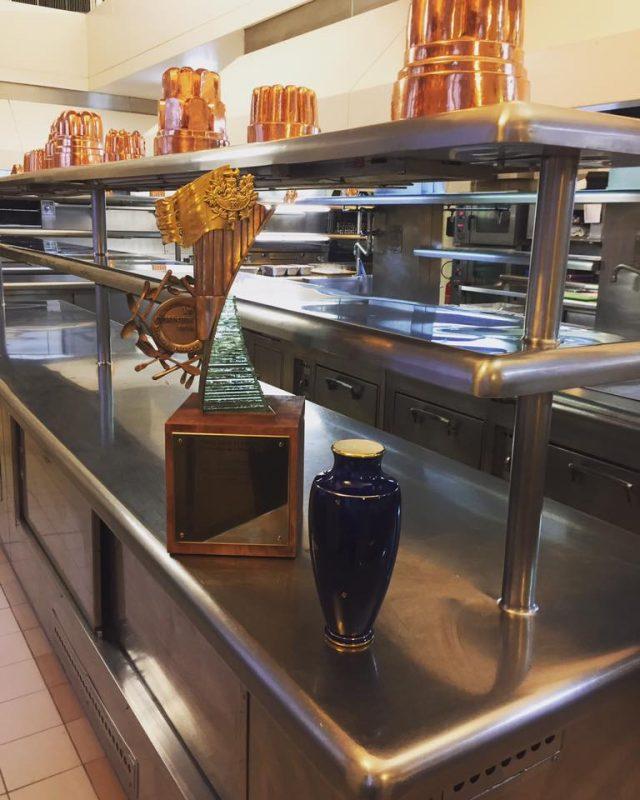 Un carnet croquer le carnet du chef guillaume gomez for Cuisinier elysee livre