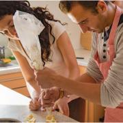Airbnb – Attention ils débarquent dans la FOOD ! … cours de cuisine, repas chez les particuliers, visite de marché, ramassage de truffe …
