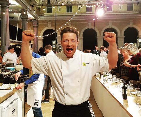 Jamie oliver va ouvrir en islande reykjavik le 17 juin for Cuisinier oliver