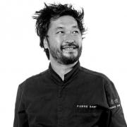 Communication en live sur les réseaux sociaux, les initiatives des chefs sont nombreuses et originales : Pierre Sang Boyer offre le dîner à aller récupérer au restaurant.