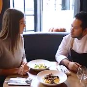 Tomy Gousset fait manger des escargots à Iris Mittenaere – Miss Univers 2017