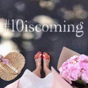 #10iscoming – 10 c'est le numéro de l'entrée de l'Hôtel Crillon à Paris – Street Marketing