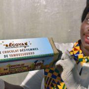 La Côte d'Ivoire produit 40 % de la production mondiale de cacao, mais sur place peu de chocolat local
