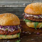 Les premiers burgers à base d'insectes bientôt vendus en Suisse