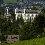 Histoire incroyable du Gstaad Palace en Suisse…