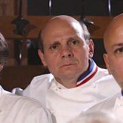 Dans le vestiaire du Collège Culinaire de France – » Yannick ton col de veste s'il te plait ! «