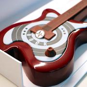 Le Bal des Bûches – Un jour, un pâtissier, une bûche – La Bûche Guitare de Christophe Michalak