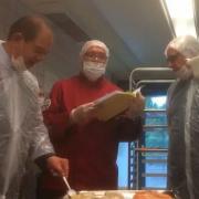 Lié augéant de la restauration collective Elior, le chef Alain Ducasse se penche sur les cantines
