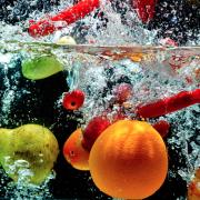 Pesticides – Pour les éliminer, nettoyez vos fruits et légumes dans de l'eau avec un pincée de bicarbonate de soude.