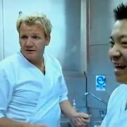 Gordon Ramsay ne recule devant rien … il s'essaye même au sushi