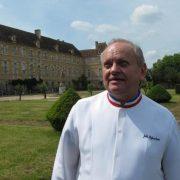 Voeux : Jean-Pierre Raffarin souhaite pourJoël Robuchon, des étoiles à Montmorillon.