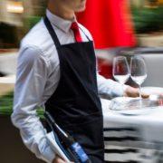 Canada – un jeune serveur français licencié pour impolitesse et manque de respect, il rétorque » c'est ma culture française «
