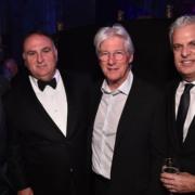 Le chef Éric Ripert participe à lever 4,6 millions de $ pour City Harvest NYC lors d'un repas qu'il a préparé