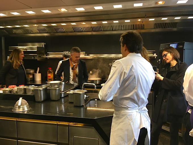 Yannick alleno au volant de sa nouvelle cuisine sign e ds for Cuisine ds