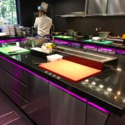 Yannick Alleno au volant de sa nouvelle cuisine signée DS Automobiles – F&S était sur place pour découvrir cette cuisine 2.0