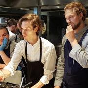 Fredrik Berselius chef de Aska à New York en résidence culinaire à la table de Joris Bijdendijk hier à Amsterdam – F&S était sur place