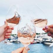 Le vin rosé va t'il manquer cet été ? – dans les restaurants le rosé est devenu la boisson branchée, les prix peuvent s'envoler.