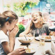 Un restaurateur anglais averti ses clients qui viennent manger avec des enfants » ils devront être calme et ne pas courir entre les tables «