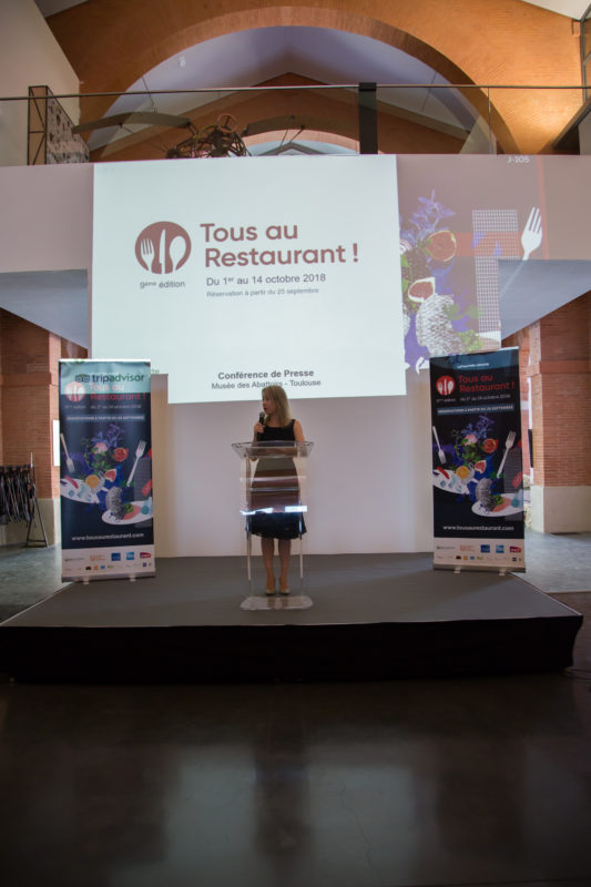 operation tous au restaurant