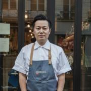 Taku Sekine prépare sa nouvelle adresse à Paris, retrouvez le ce week-end à La Chastagnette à Arles pour cuisiner avec Armand Arnal