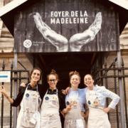 Refetorio Paris – Nina Metayer a réuni un bande de copines pour cuisiner au Foyer de la Madeleine