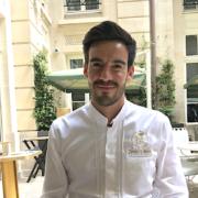 À l'Hôtel de Crillon, le chef Justin Schmitt pilote avec brio le restaurant La Brasserie d'Aumont
