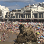 Comment les touristes pourraient mieux s'intégrer dans un environnement local