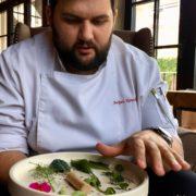 À la découverte de l'univers culinaire d'Andrey Kolodiazhnyi le chef gastrobotanique