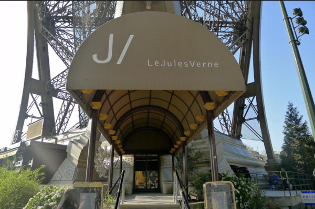 jules verne le prestigieux restaurant de la tour eiffel ferme pour travaux. Black Bedroom Furniture Sets. Home Design Ideas