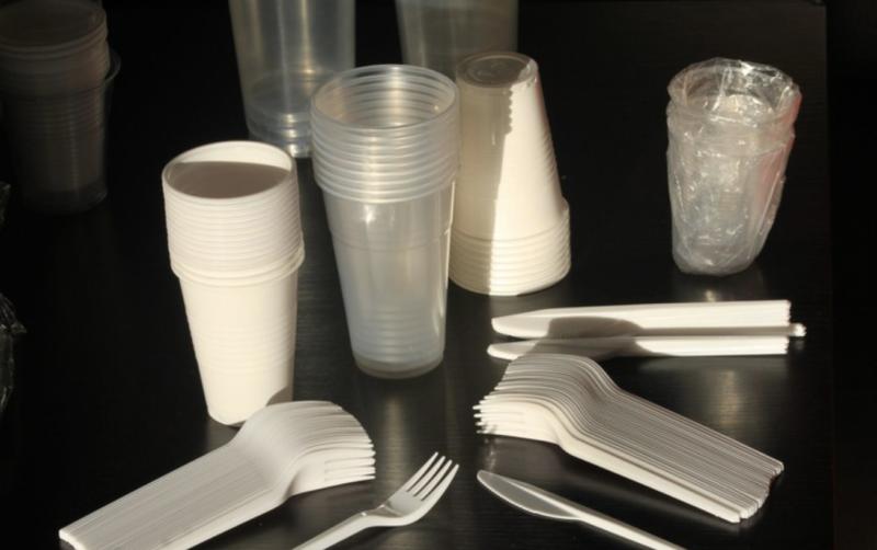 interdiction couverts plastiques