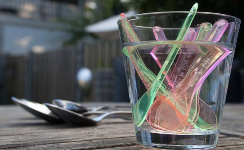 interdiction des couverts plastiques