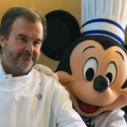 Pierre Hermé crée le » Mickey Zest Party » un dessert pour l'anniversaire de Mickey